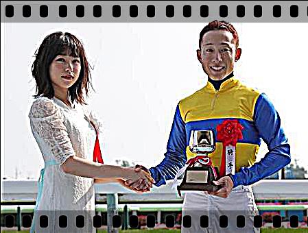 2018 G3 函館記念 藤岡騎手と桜井日奈子.png